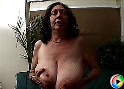 Saggy tits granny gets spunked