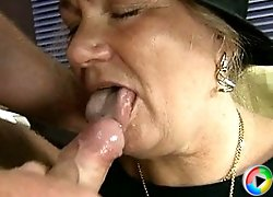 This mature mama loves the cock